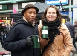 Karen en Quincy collecteren